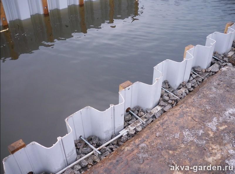 Укрепление берега реки на даче бетоном
